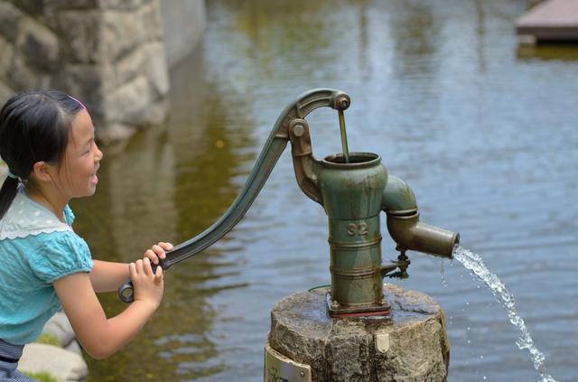手押しポンプによる井戸